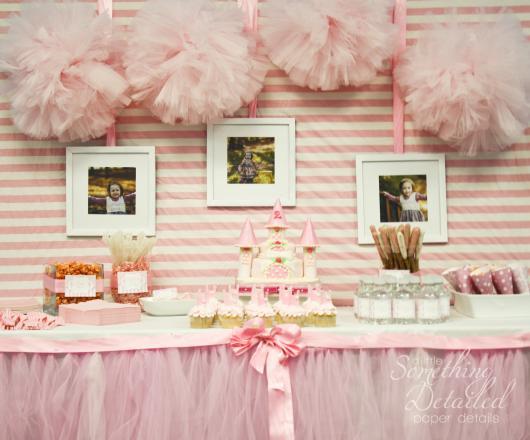 Festa Princesa simples decorada com porta retrato e tule