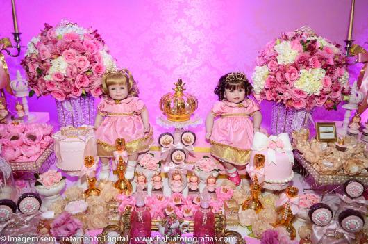 Festa Princesa baby decorada com bonecas e flores
