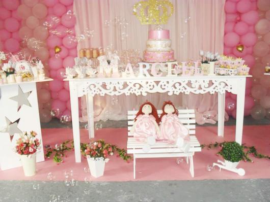 Festa Princesa baby decorada com princesas de pano