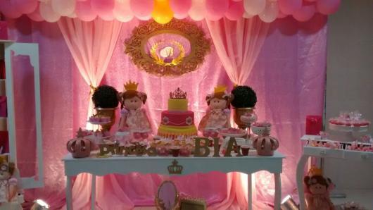 Festa Princesa decorada com princesas de feltro