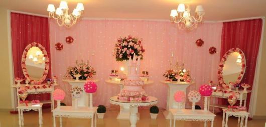 Festa Princesa de luxo decorada com espelhos cortina flores e LED