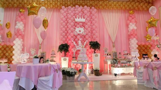Festa Princesa de luxo decorada com balões