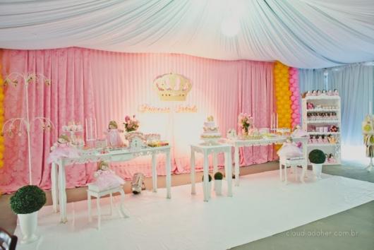 Festa Princesa de luxo com teto decorado com tecido
