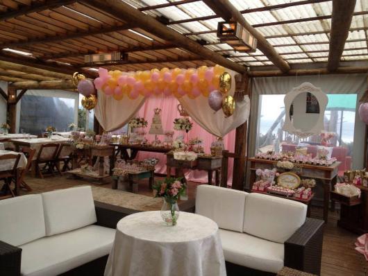 Festa Princesa rústica decorada com balões