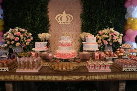 Festa Princesa rústica decorada com muro inglês