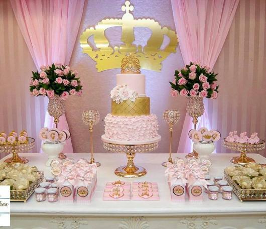Festa Princesa rosa e dourado com painél de tecido