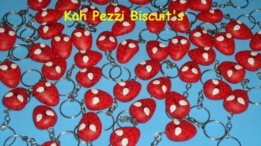 lembrancinhas do Homem-Aranha de biscuit