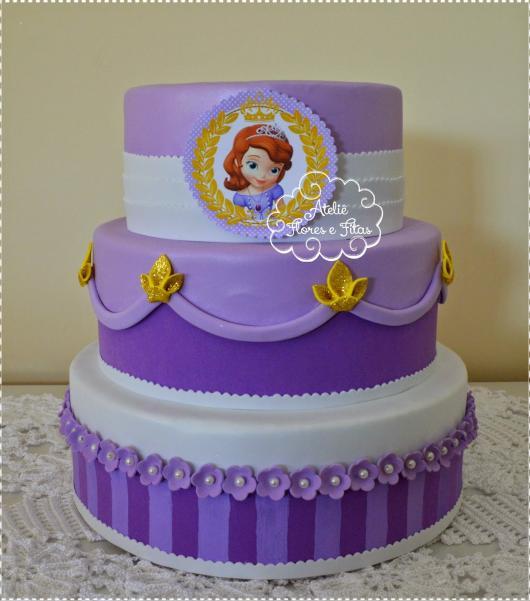 bolo fake princesa sofia detalhes dourados