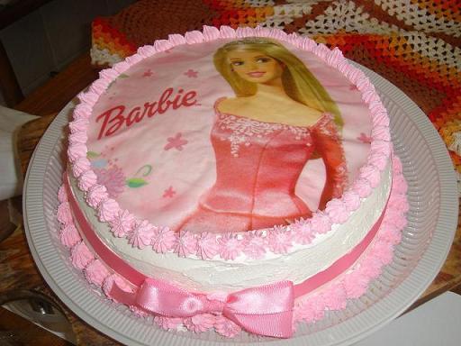 Bolo da Barbie com chantilly e papel de arroz