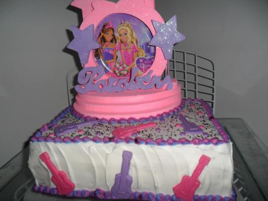 Bolo da Barbie com estilo vintage das festas dos anos 90