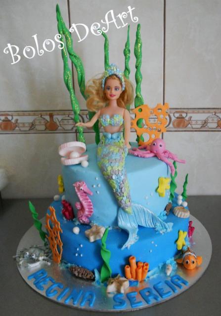 Bolo da Barbie com bichinhos do fundo do mar