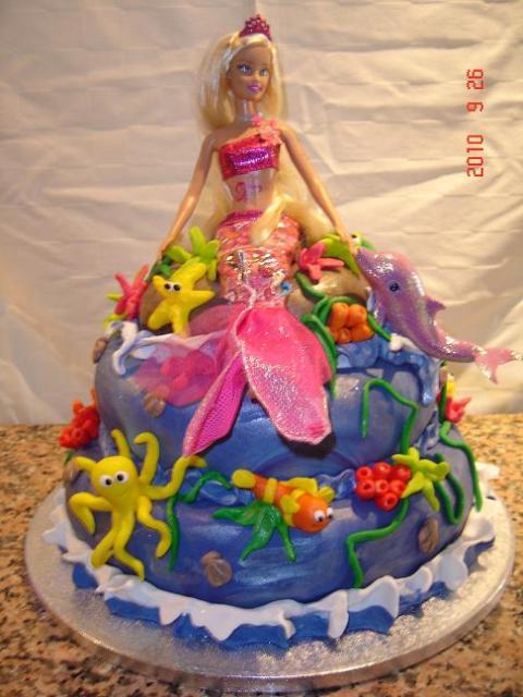 Bolo da Barbie com polvo e peixes coloridos