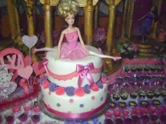 Bolo da Barbie com 2 andares