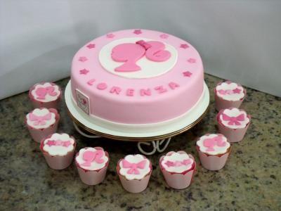 Bolo da Barbie de pasta americana rosa baby e branco