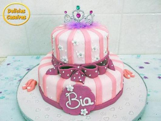 Bolo da Barbie com coroa