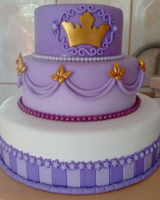 Bolo de Princesa modelo roxo com 3 andares