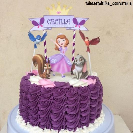 Bolo de Princesa modelo Princesa Sofia decorado com glacê
