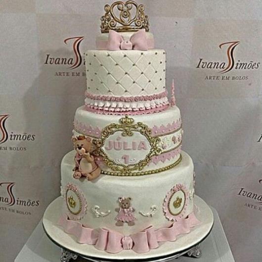 Bolo de Princesa modelo rosa branco e dourado