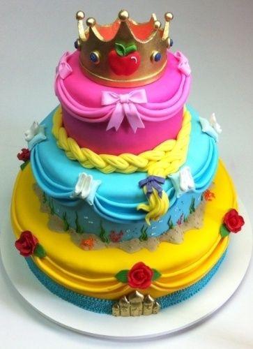 Bolo de Princesa Rapunzel azul amarelo e rosa