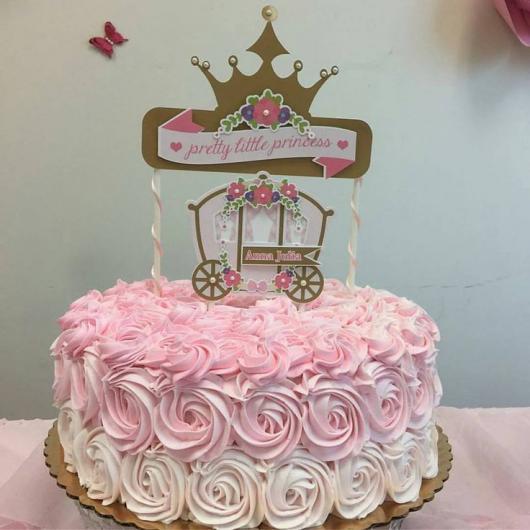 Bolo de Princesa decorado com chantilly degradê
