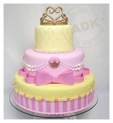 Bolo de Princesa amarelo e rosa