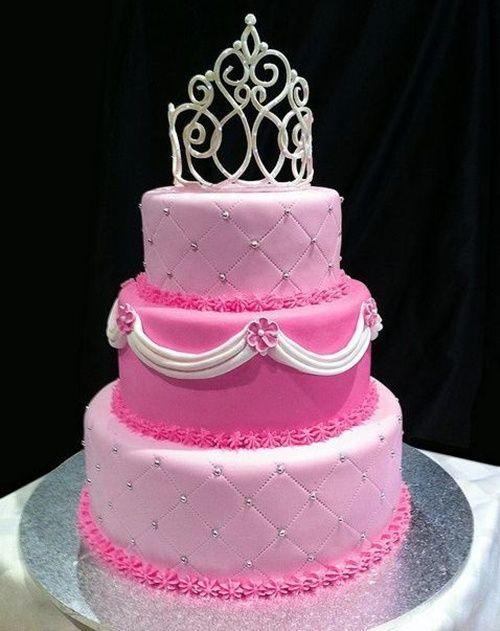 Bolo de Princesa rosa e branco com coroa prata