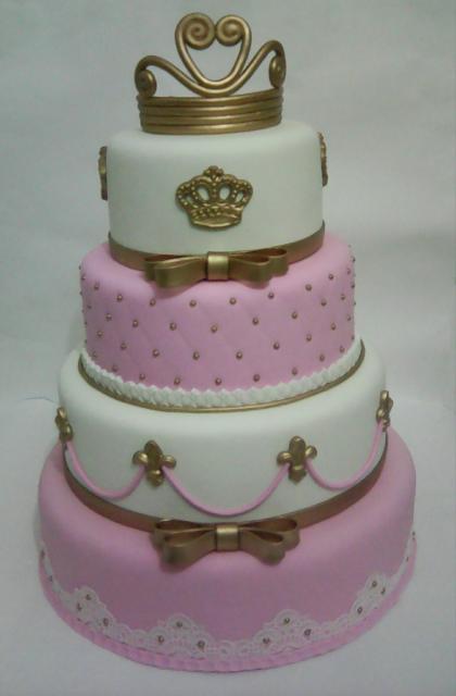 Bolo de Princesa com 4 andares rosa branco e dourado