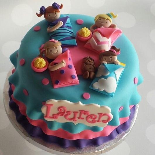 decorar bolo em festa do pijama simples