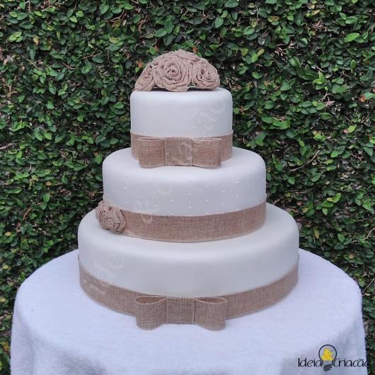 Bolo Fake Casamento branco com detalhes em marrom