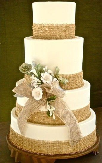 Bolo Fake Casamento com detalhes rústicos em marrom e amarelo