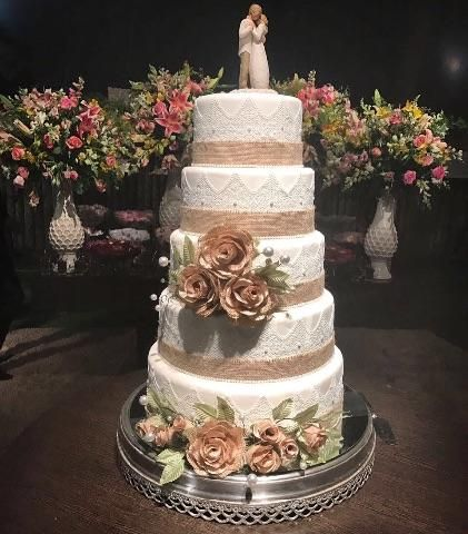 Bolo Fake Casamento rústico com detalhes em marrom