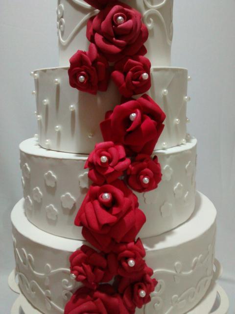 Bolo Fake Casamento branco com rosas de EVA