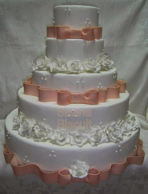 Bolo Fake Casamento com rosas brancas e laço salmão