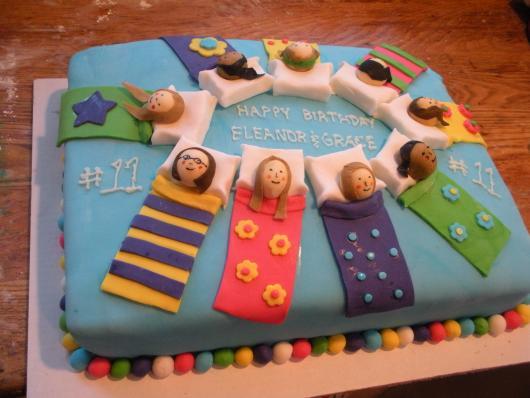 bolo decorado para festa do pijama simples