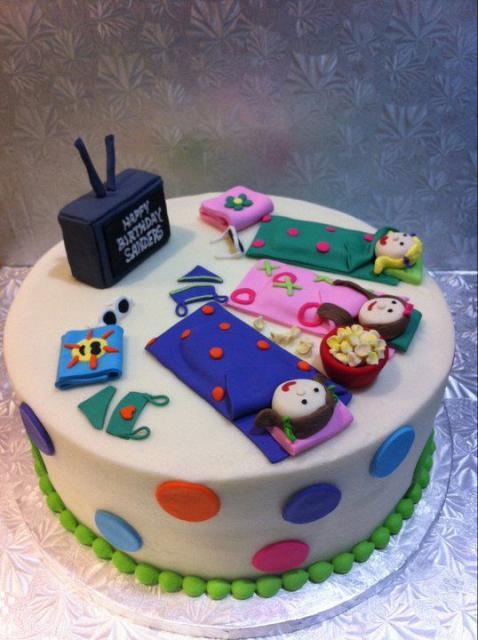 como decorar bolo para festa do pijama simples