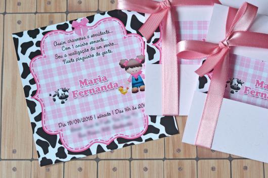 Convites Fazendinha cartão rosa com fundo de animal print
