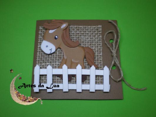 Convites Fazendinha de EVA no formato de cavalo