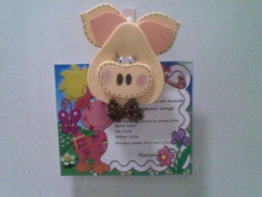 Convites Fazendinha no formato de porquinho de EVA