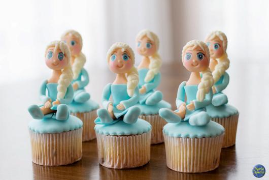 cupcake da Frozen com topo de biscuit