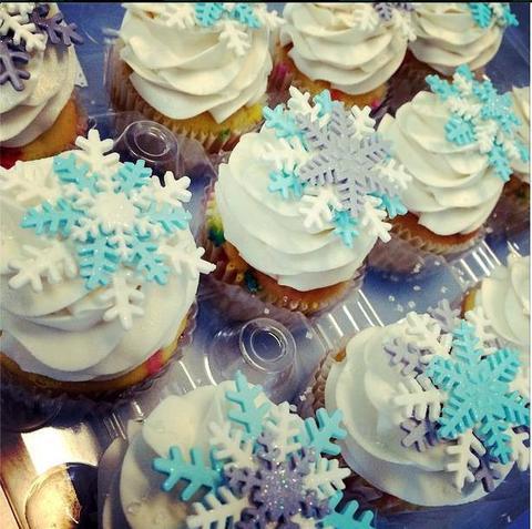 cupcake da Frozen com decoração de cristais de gelo