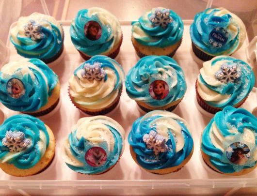 cupcake da Frozen com ganache na cobertura