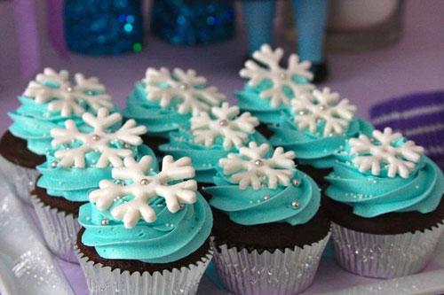 cupcake da Frozen decorado com cristais