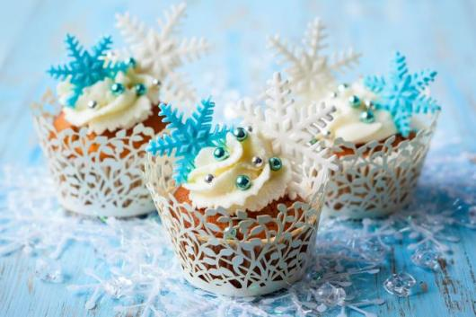 cupcake da Frozen com ganache e cristais decorando