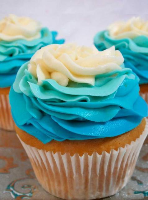 cupcake da Frozen decoração bem simples
