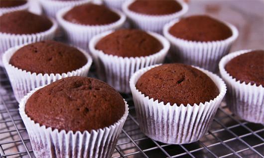 Cupcake de Chocolate macio feito no liquidificador