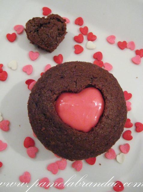 Cupcake de Chocolate recheado com bicho de pé