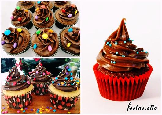 Cupcake de Chocolate com confete colorido