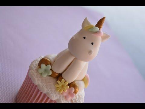 Cupcake de Unicórnio modelo de pasta americana com mini unicórnio