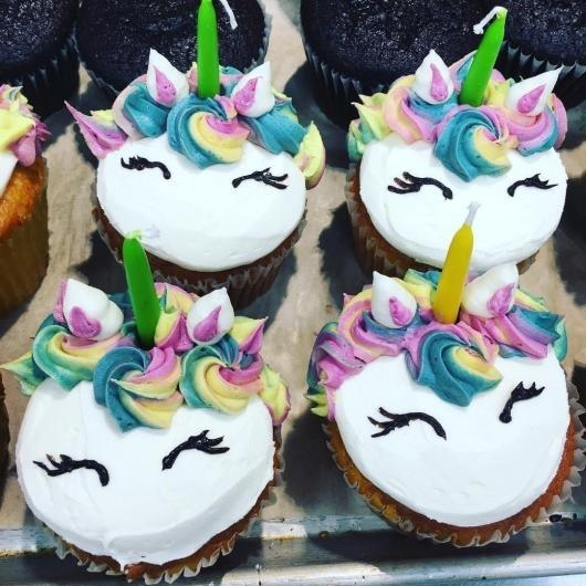 Cupcake de Unicórnio modelo chantilly