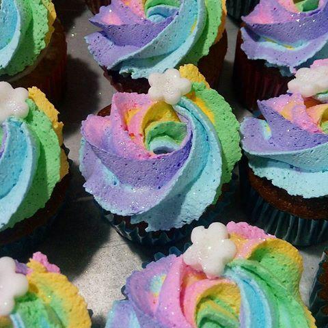 Cupcake de Unicórnio modelo de chantilly colorido